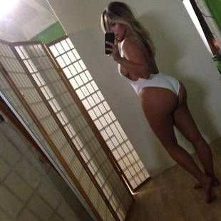 Mercedes Javid Recreates Kim Kardashian's Half-Naked Selfie, Shows Off Major Sideboob (PHOTO)