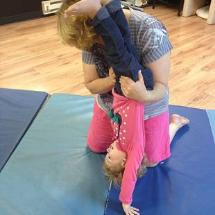 Alexandria Sekella's Daughter Arabella Goes to Dance Class With Mom (PHOTO)