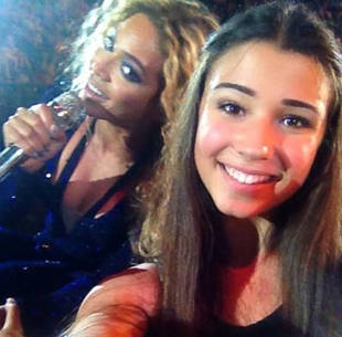 Beyoncé Photobombs Fan's Picture? It's Amazing — But Is It Real?
