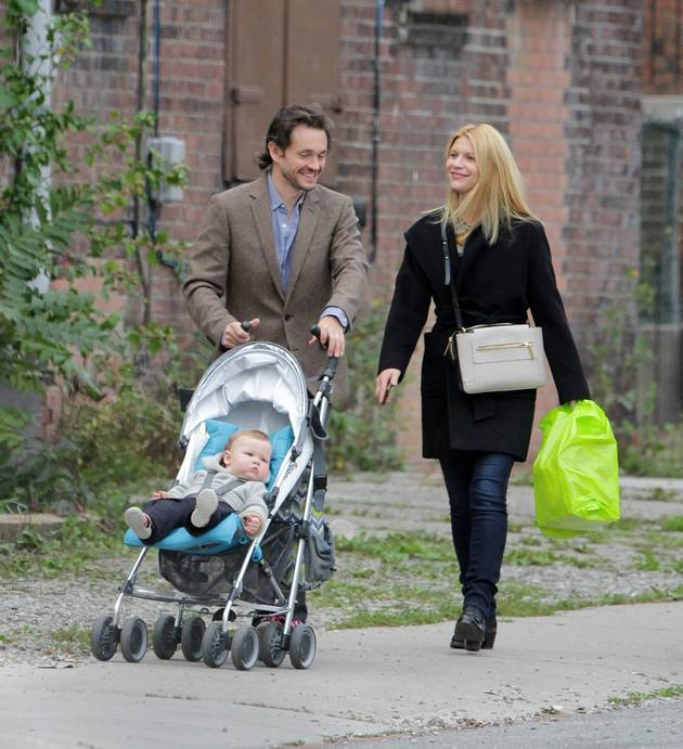 Claire Danes and Hugh Dancy Take Their Son Cyrus For a Stroll in Toronto (PHOTO)