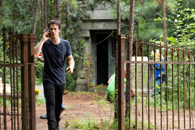The Vampire Diaries Promo: Season 5, Episode 4 — Elena and Stefan Kiss?! (VIDEO)