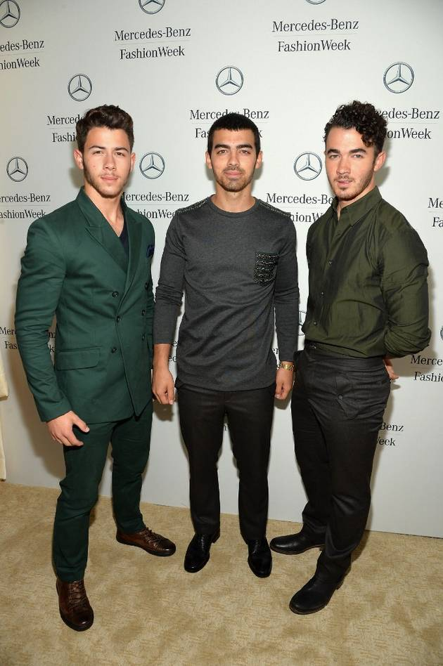 The Jonas Brothers Perform But Which Guy Is Missing?