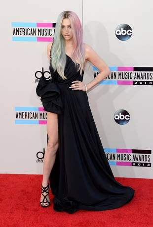 Ke$ha at the 2013 American Music Awards — She's Nearly Unrecognizable! (PHOTO)