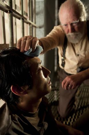 """The Walking Dead Season 4: Steven Yeun Was """"Semi-Panicking"""" About Glenn's Possible Flu Death"""