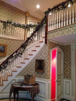 Caroline Manzo Decorates Her Home for the Holidays! (PHOTOS)