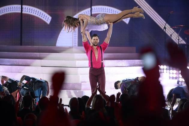 Dancing With the Stars Ex-Pro Maksim Chmerkovskiy Catches Jennifer Lopez at 2013 American Music Awards (VIDEO)