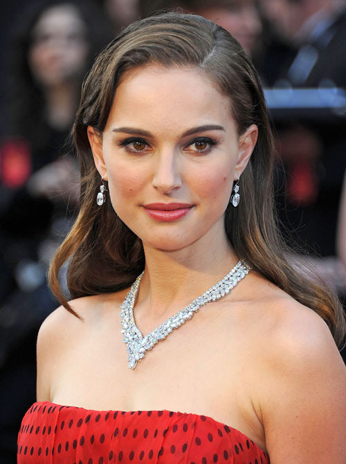 Natalie Portman Dyes Short Hair Dark Brown — How's It Look?