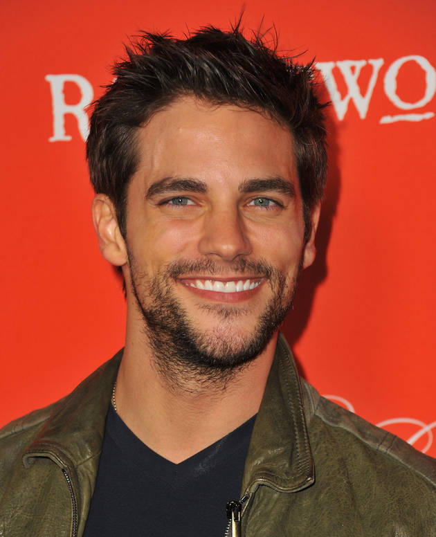 Pretty Little Liars Star Brant Daugherty Returns To Set With Peta Murgatroyd! (PHOTO)