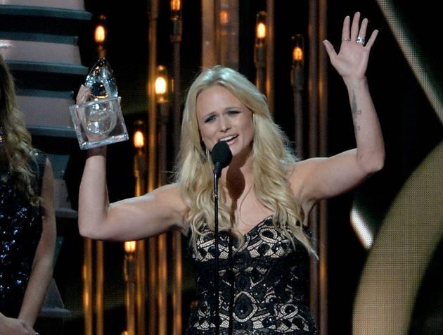 CMA Awards 2013: Miranda Lambert Wins Female Vocalist of the Year