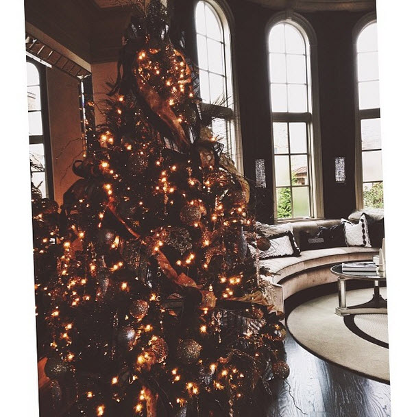 Brielle Zolciak Shows Off One Family Christmas Tree (PHOTO)