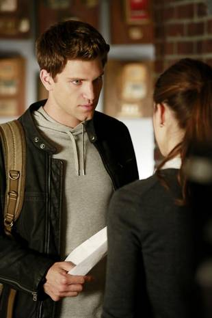 Pretty Little Liars Season 3 Flashback: Spencer and Toby's First Time! (VIDEO)