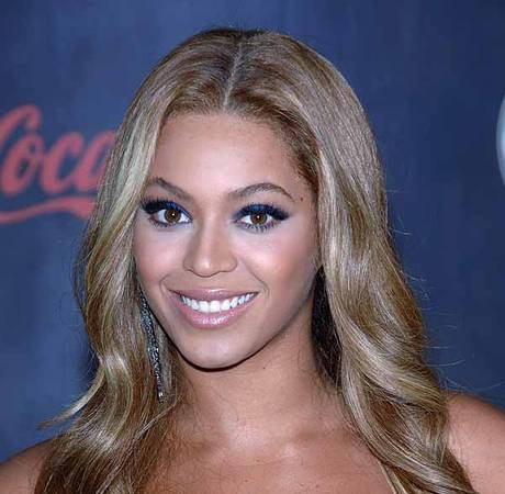 Beyoncé Drops Album on iTunes — Without Promotion!