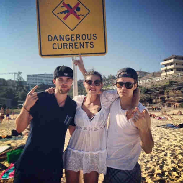 Vampire Diaries Stars Paul Wesley and Phoebe Tonkin Have a Beach Date With Nate Buzolic (PHOTO)