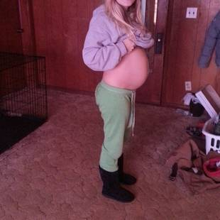 Mackenzie Douthit Shows Off Baby Bump at 7 Months Pregnant! (PHOTO)