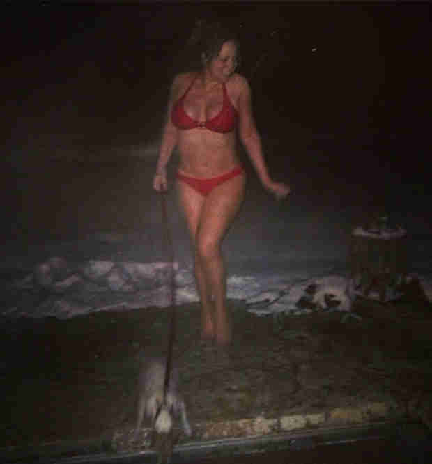 Bikini-Clad Mariah Carey Walks Dog in Snow, Gets Cute With Dem Babies (PHOTOS)