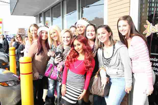Aw! Snooki Makes Time for Her Fans During the Holidays!