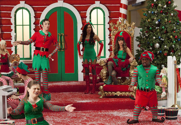"Glee Spoiler Clip: Which ""Controversial"" Scenes Were Cut From ""Previously Unaired Christmas""?"