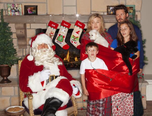 Kelly Clarkson's Christmas Card: See Her Awkward Family Photo!