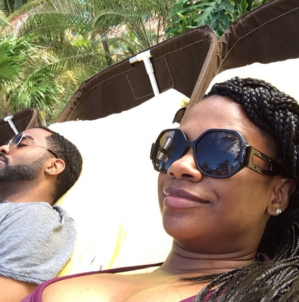 Kandi Burruss Shows Off Slim Figure While Celebrating Christmas on the Beach (PHOTOS)