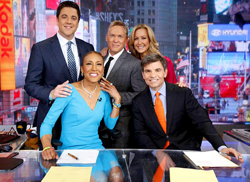 Robin Roberts Comes Out, Reveals Longtime Girlfriend in Year-End Facebook Post