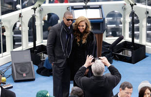 "Celebs React to Super Bowl 2013: ""BEYONCE BLEW THE FUSE! GENIUS"""