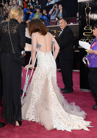 Oscars 2013: Why Was Kristen Stewart on Crutches and Limping?