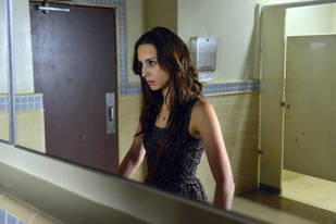 "Who Is ""A""? Our Top 5 Suspects From Pretty Little Liars Season 3, Episode 17"