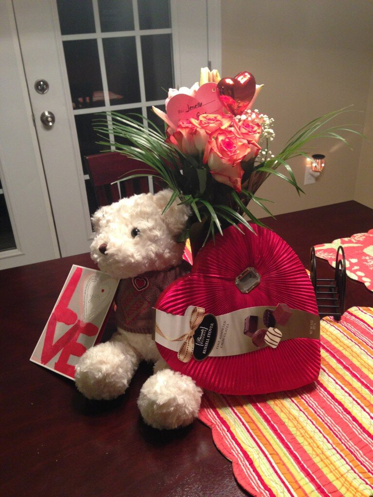 Gary Head Surprises Jenelle Evans With a Romantic Valentine's Day Gift! (PHOTO)