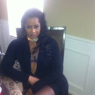 Lisa Wu Tweets Revealing Pic From the Set of Her New Movie! (PHOTO)