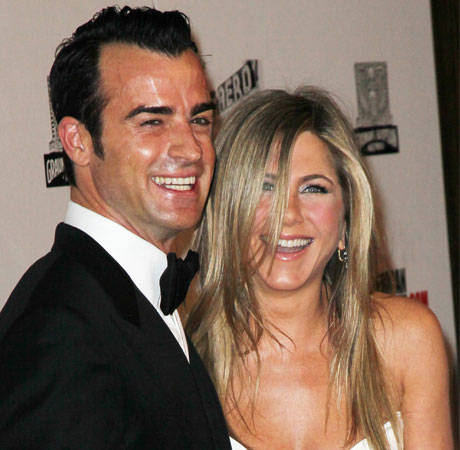 "Jennifer Aniston's ""Small"" Wedding: Rings, Dress and Date Chosen!"