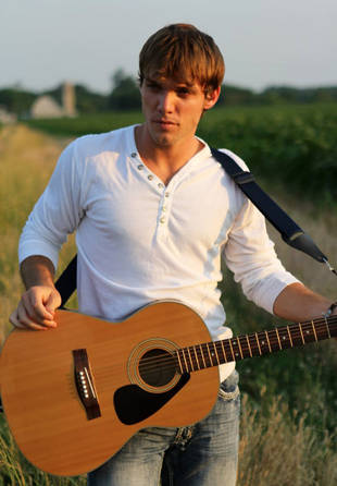 Who Is Johnny Keyser? American Idol 2013 Contestant Background Info