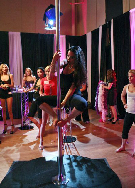The Real Housewives' Hottest Stripping Moments! (VIDEOS)