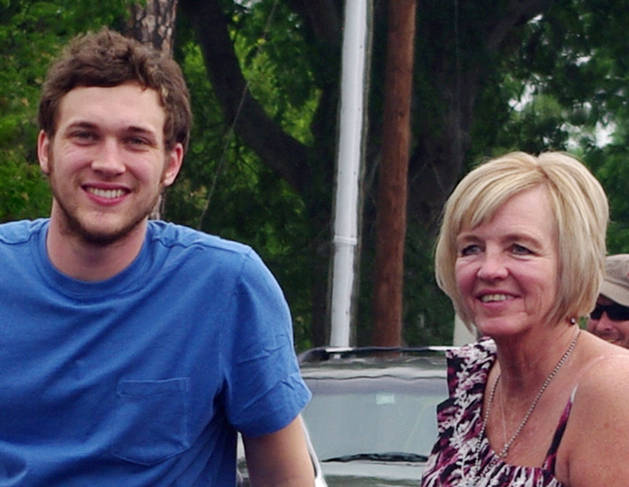 American Idol Winner Phillip Phillips' Family Troubles – Will He Help?