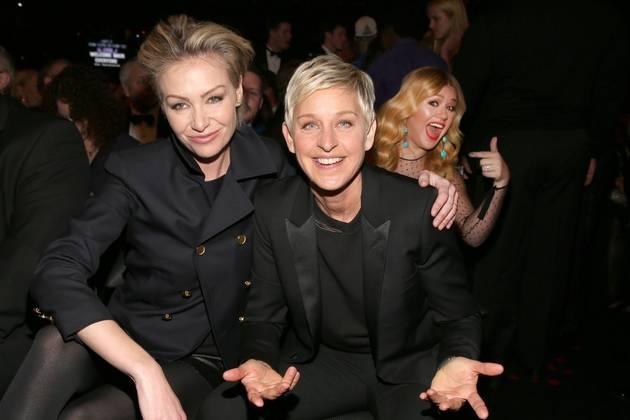 Kelly Clarkson Photobombs Ellen DeGeneres and Portia de Rossi at the 2013 Grammys
