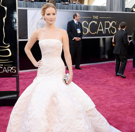 "Jennifer Lawrence Admits to ""Brain Fart"" During Oscar Speech"