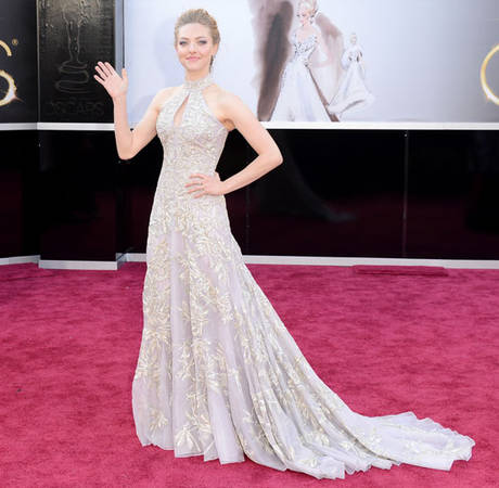 Oscars 2013: Amanda Seyfried Admits Dress Is Too Tight, Causing Pain