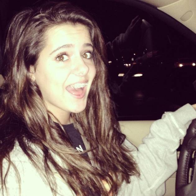 See Brielle Zolciak Behind the Wheel of a Car! (PHOTO)