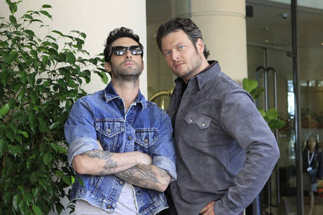 Adam Levine Is Forced to Sit on Blake Shelton's Lap at the Grammys! (VIDEO)