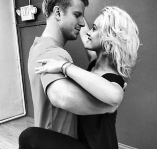 Dancing With the Stars 2013: Sean Lowe and Peta Murgatroyd Get Touchy at Rehearsal (PHOTO)