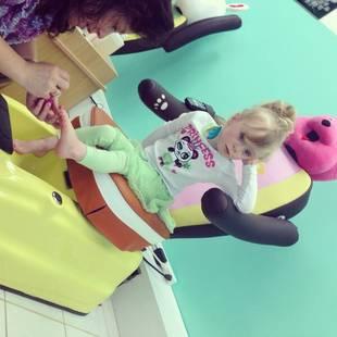 Teen Mom 2's Leah Messer Treats Ali and Aleeah to a Pedicure! (PHOTO)