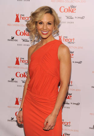 """Barbara Walters Corrects """"False Story"""" About Elisabeth Hasselbeck"""