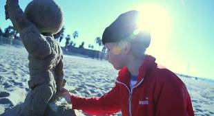 7-Year-Old Builds an Amazing Sand Sculpture (VIDEO)