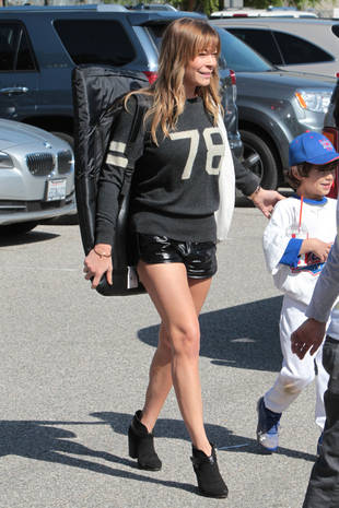 Are LeAnn Rimes' Short Shorts Appropriate For a Little League Game? (PHOTO)