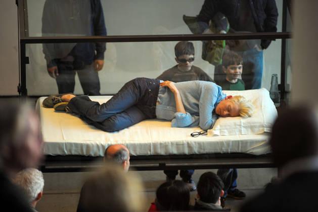 Tilda Swinton Does Performance Art: Actress Sleeps in Glass Box at MoMa