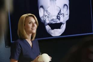 Grey's Anatomy Season 9, Episode 22 Preview: Arizona Gets Flirty? (VIDEO)