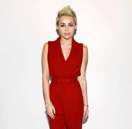 "Miley Cyrus Sings About Getting ""Buzzed"" With Snoop in New Single"