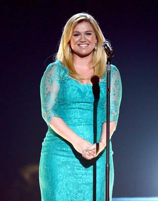 Blake Shelton to Officiate Kelly Clarkson's Wedding! (VIDEO)