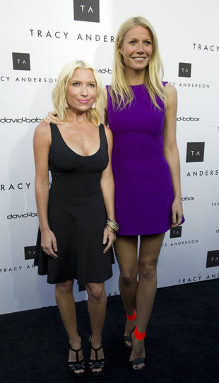 Gwyneth Paltrow Shows Off Her Figure in a Short Purple Dress and Hot Heels (PHOTO)