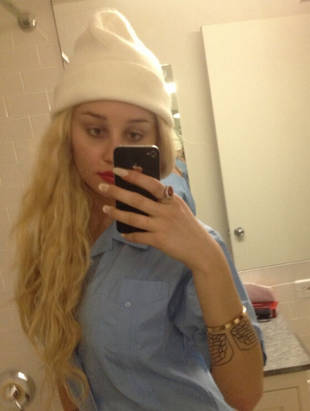 Amanda Bynes Sucks Sour Patch Kid, Posts Video in Bathroom