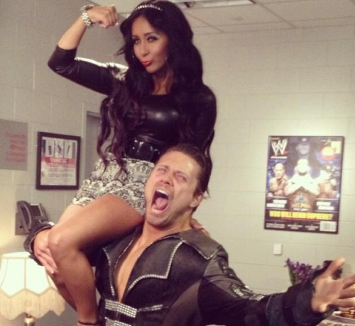 "Snooki Shows Off Her ""Guns"" At WrestleMania (PHOTO)"